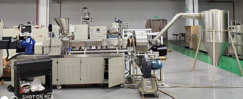 Ceramic phone backboard master batch make by triple screw die face cutting granulation line