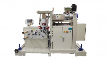 Lab small multi layer cast film line